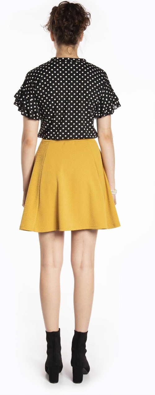 Jednobarevná žlutá krátká sukně do školy