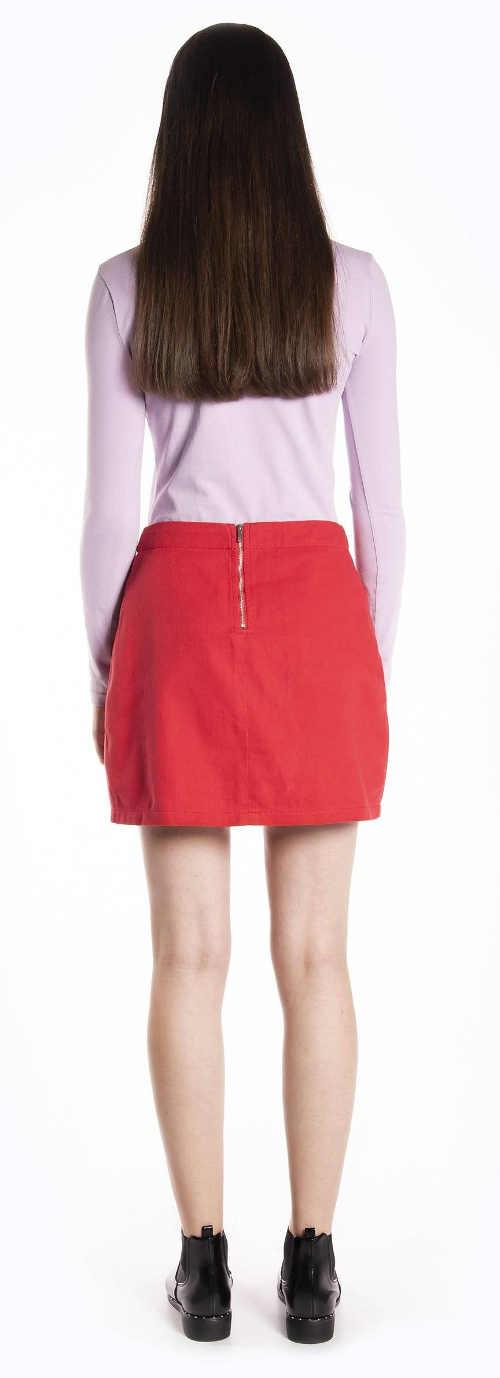 Krátká červená riflová sukně se zapínáním na zip