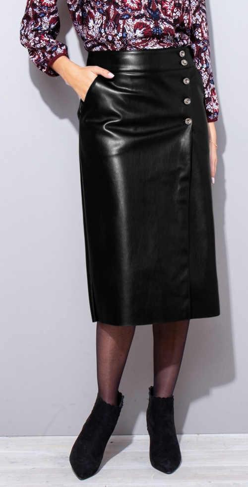 Lesklé černá kožená midi sukně