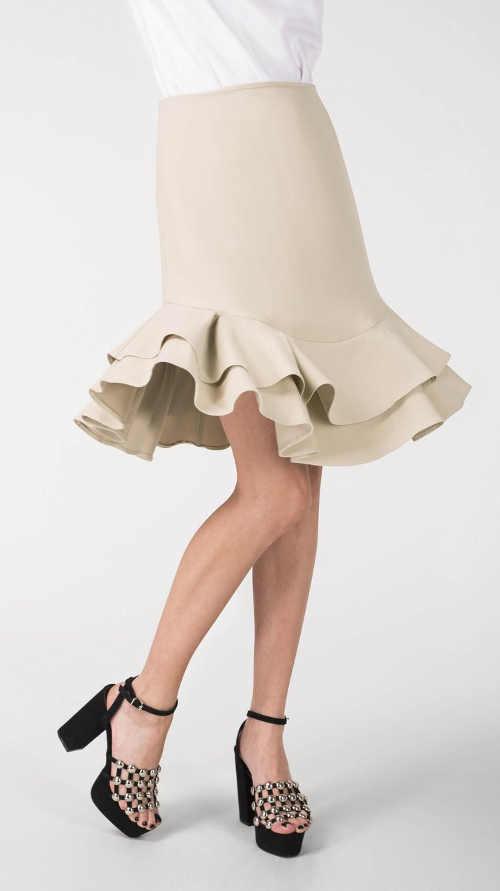 Luxusní béžová společenská sukně s vrstveným volánkem
