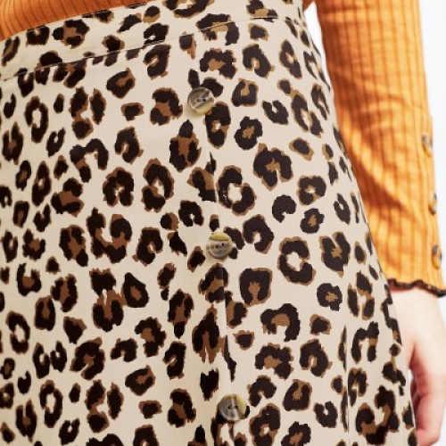 Propínací dámská sukně s knoflíky