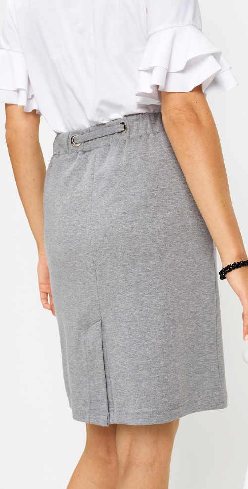 Jednobarevná šedá lehká sukně s délkou ke kolenům