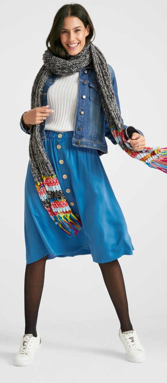 Moderní dámská širší sukně