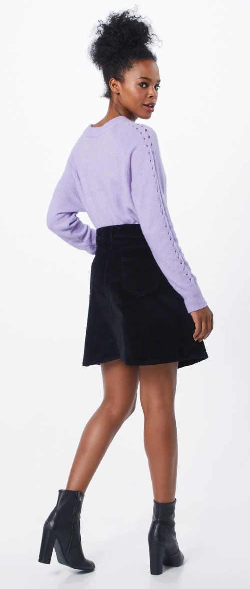 Černá sukně do A s délkou nad kolena