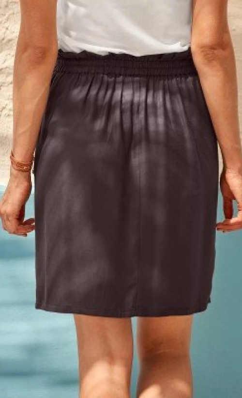 Hnědá letní sukně pro plnější tvary