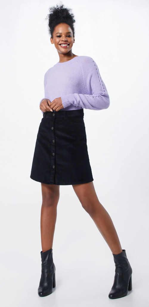 Jednobarevná černá sukně s knoflíkovou légou uprostřed přední strany