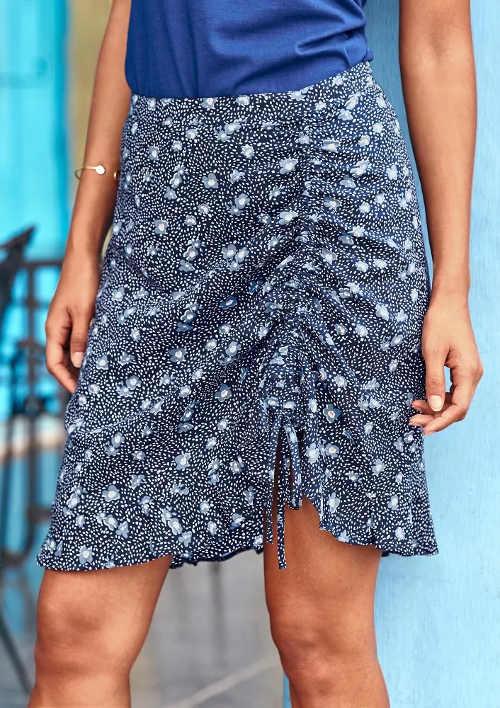 Modrá letní sukně s protaženou šnůrkou pro efekt na nařasení