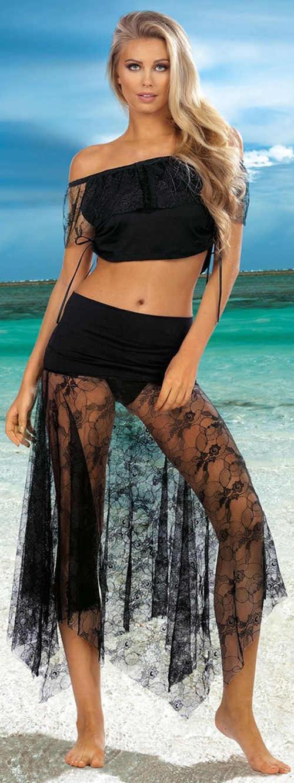 Průsvitná černá krajková sukně přes plavky