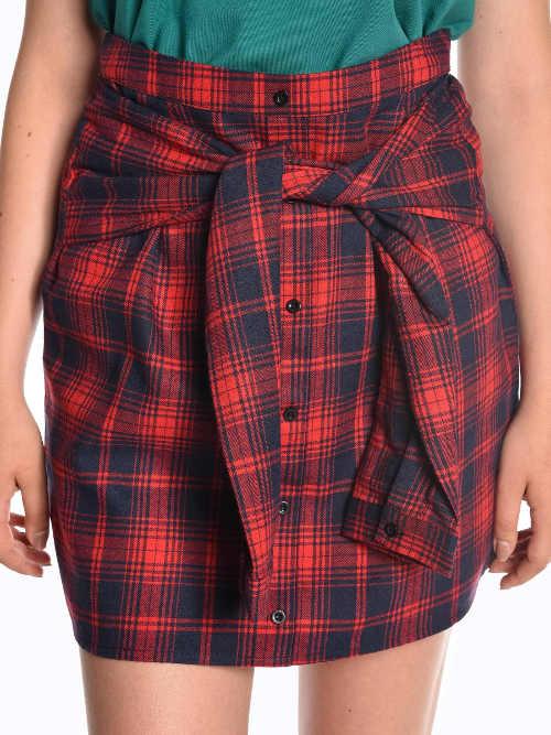 Uzel z falešných rukávů na dámské krátké sukni