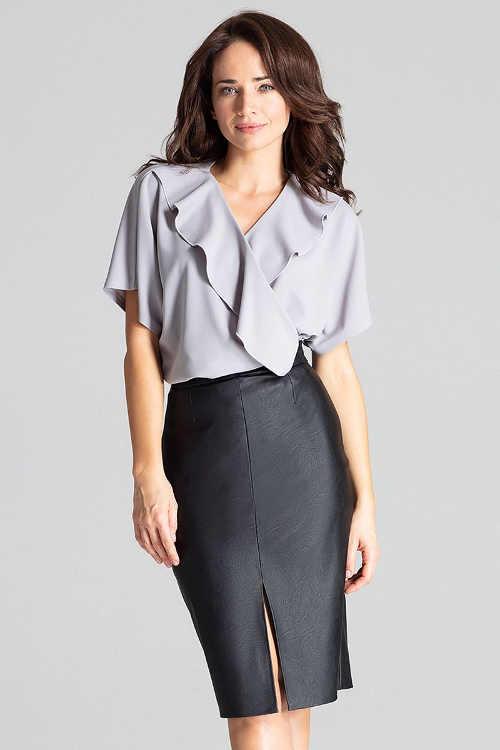 Černá sukně evokující kožený design s rozparkem vpředu