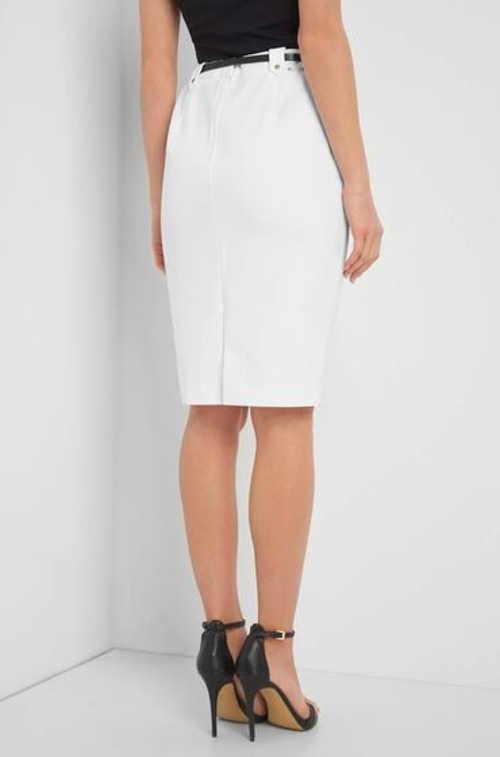 Dámská sukně ke kolenům v nadčasovém designu