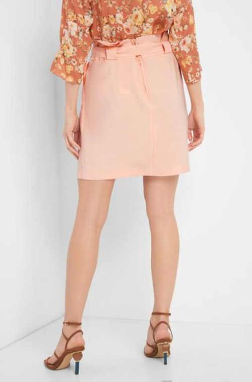 Dámská sukně rovného střihu v krátké délce
