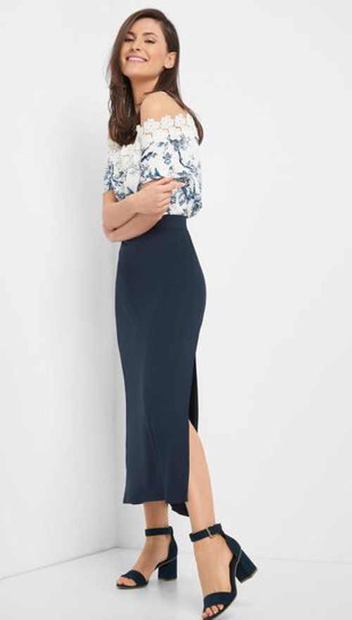 Denimová sukně v moderní midi délce