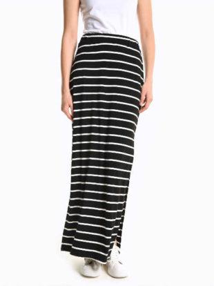 Dlouhá dámská sukně s moderními proužky a sexy rozparky