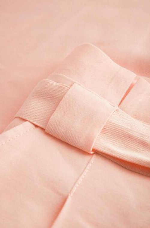 Krátká stylová dámská sukně s páskem