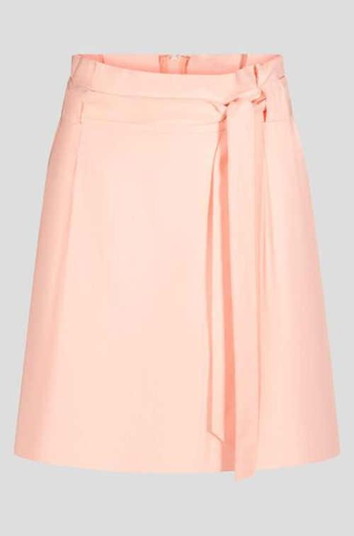 Moderní dámská sukně v krátké délce