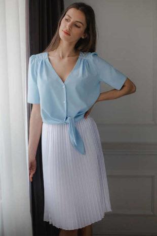 Plisovaná dámská sukně v bílém provedení v midi délce