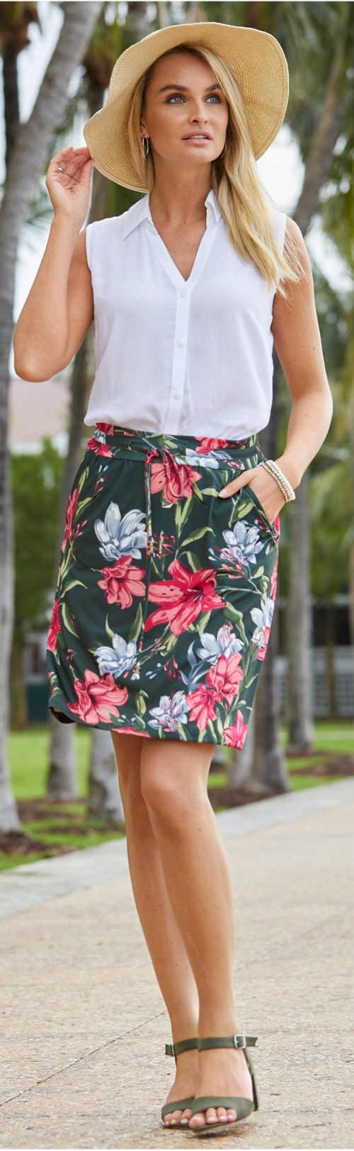 Květovaná sukně na léto sportovního střihu