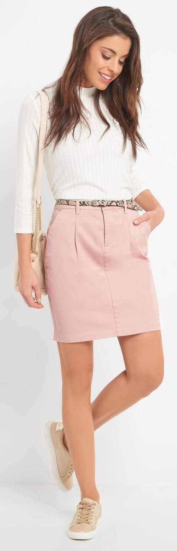 Růžová dámská sukně k bílé halence