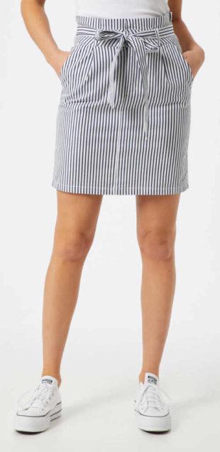Sukně nad kolena s námořnickým proužkem a zavazovacím páskem
