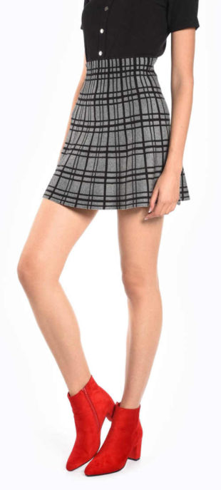Krátká kostkovaná šedočerná sukně s vysokým pasem