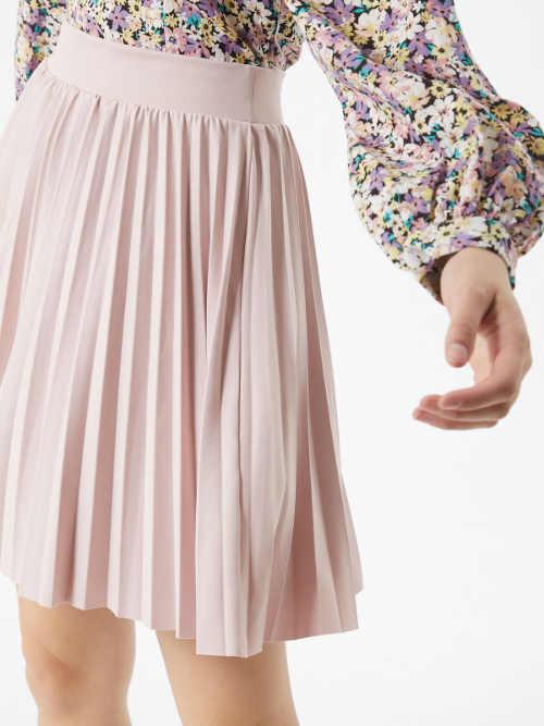 moderní plisovaná sukně v pase do gumy