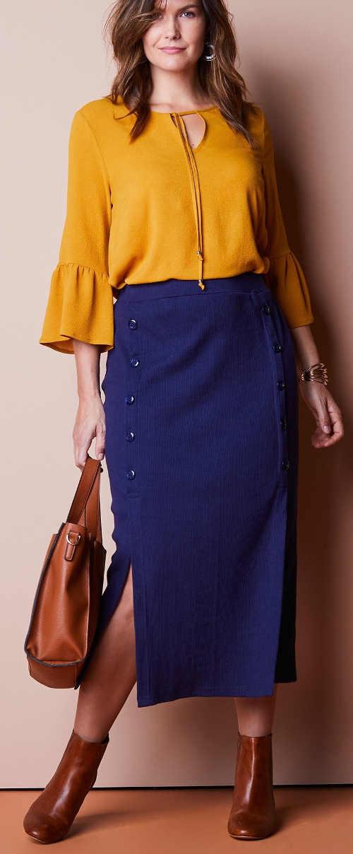 Polodlouhá modrá sukně s předními knoflíky