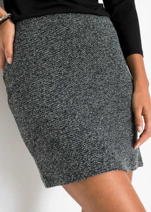 Krátká šedá sukně na podzim a zimu