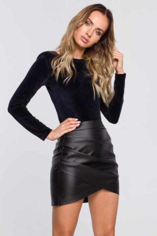 Černá mini sukně z eko kůže v originálním provedení