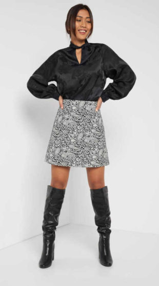 Dámská áčková sukně s orientálním vzorem v krátké délce