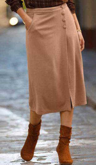 Dámská pouzdrová sukně karamelové barvy v midi délce