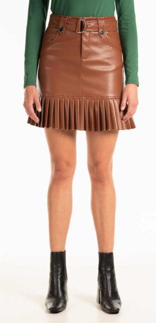 Moderní krátká sukně v imitaci kůže se skládaným lemem