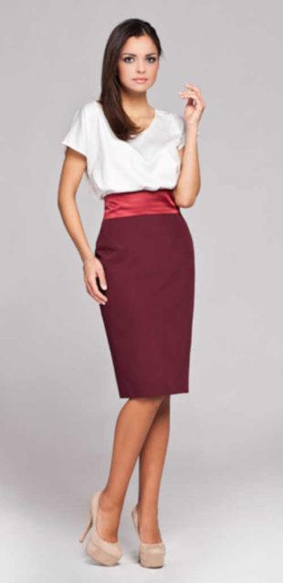 Moderní pouzdrová sukně v délce ke kolenům v působivé barvě