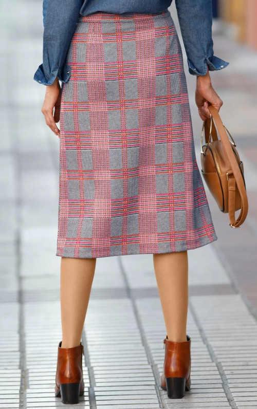 moderní kostkovaná sukně v midi délce