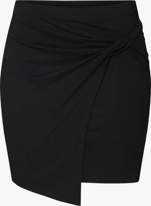 Krátká dámská moderní sukně s asymetrickým lemem
