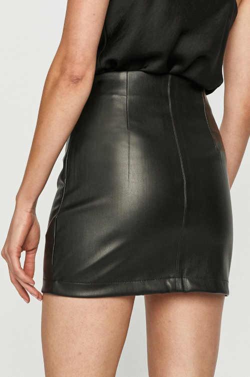 dámská rovná sukně z imitace kůže