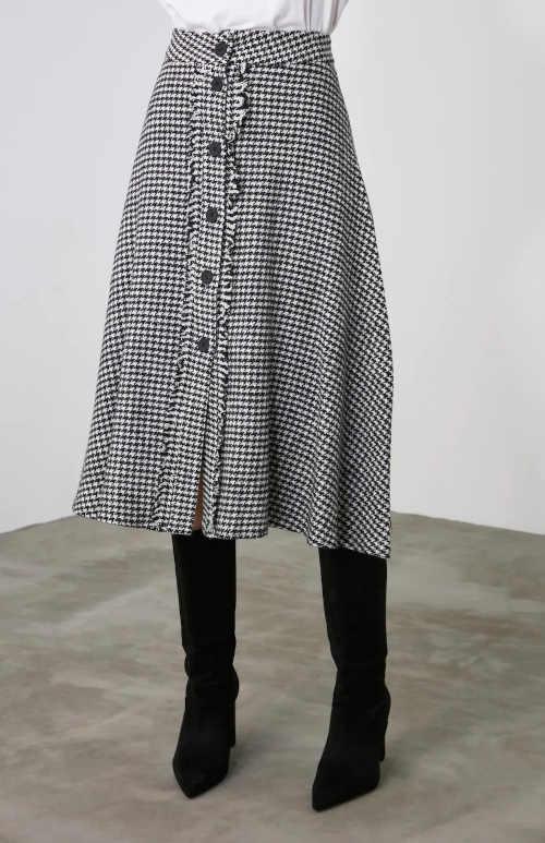 károvaná černo-bílá sukně