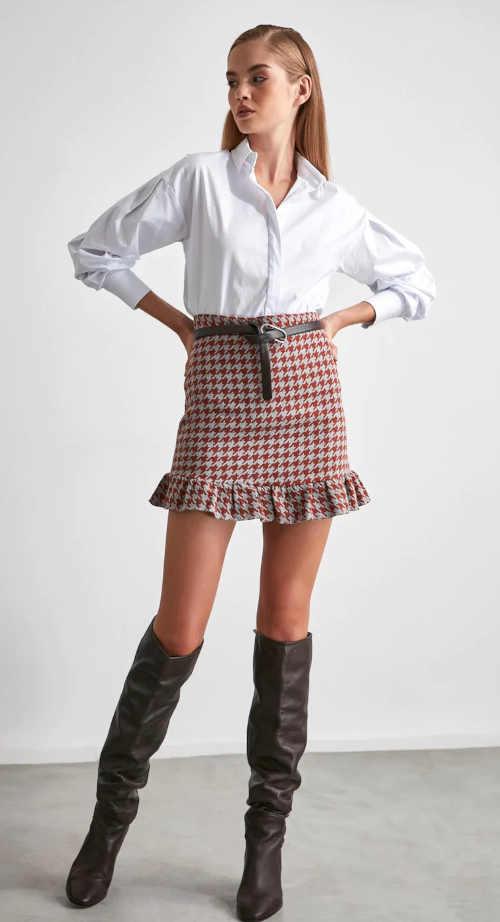 krátká károvaná moderní sukně