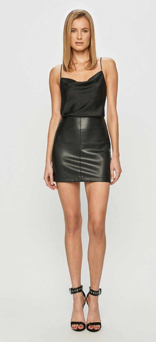 krátká rovná sukně na zip