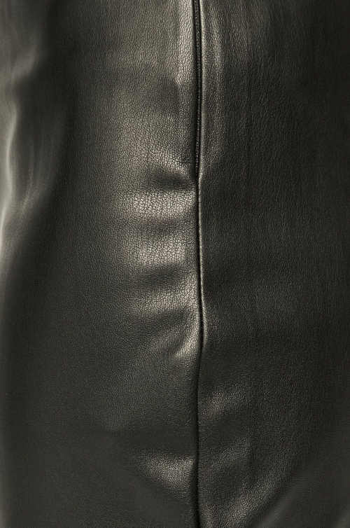 moderní rovná krátká sukně
