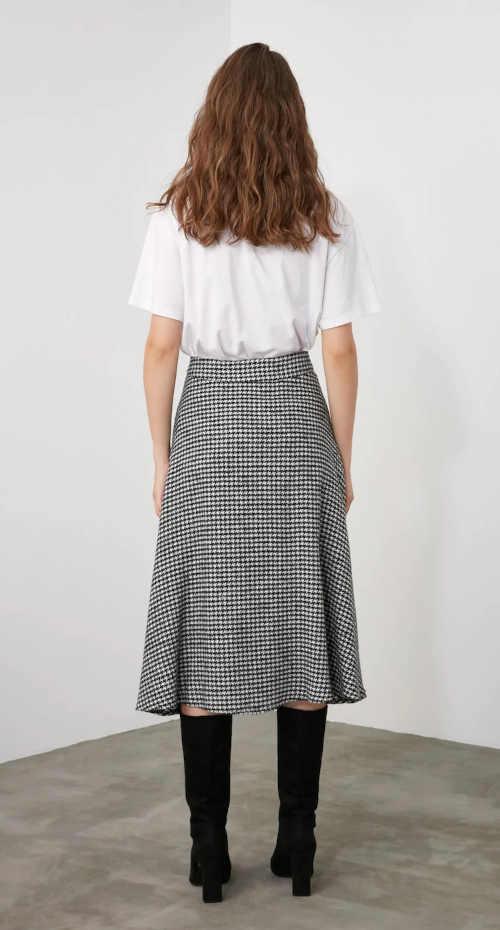 moderní sukně v midi délce černo-bílá