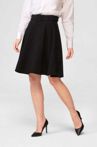 Áčková sukně v délce nad kolena se zdobným páskem