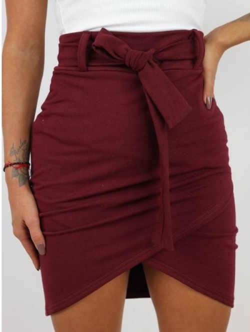 Dámská krátká sukně v působivé barvě a interesantním střihu