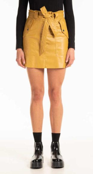 Moderní minisukně s páskem a kapsami v imitaci kůže