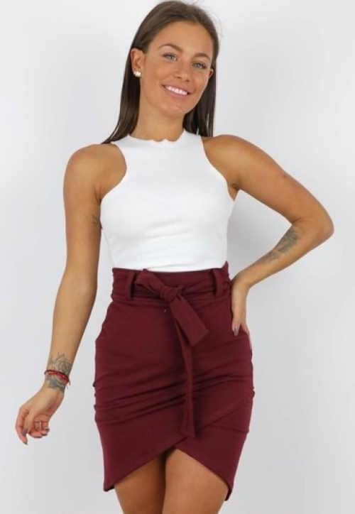 krátká dámská atraktivní sukně