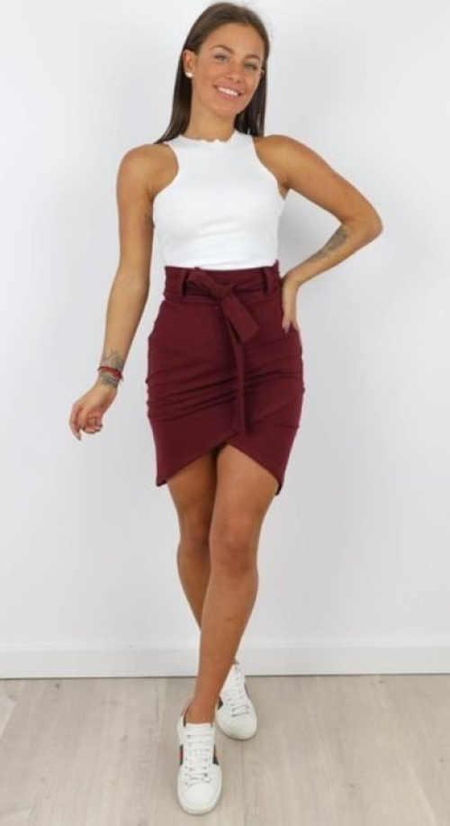 krátká dámská sukně v bordó barvě
