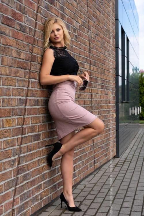 sukně s rozparkem z měkkého semiše