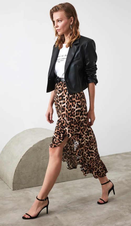 Asymetrická sukně s volánem v moderním zvířecím vzoru