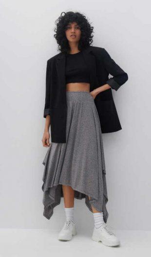Asymetrická sukně v pase do gumy v šedém provedení