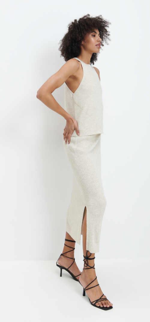 Moderní pletená sukně v midi délce s pružným pasem